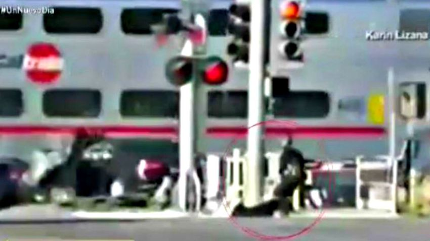 TLMD--california--sunnyvale-tren-policia-salva-chofer-