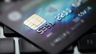 TLMD-tarjeta-credito-generica-con-chip-shutterstock_318440906