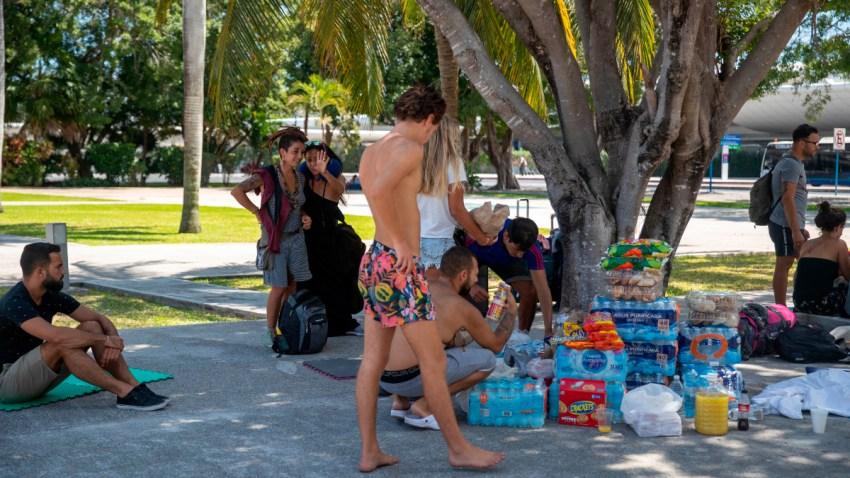 Mexicanos ayudan a turistas latinoamericanos varados