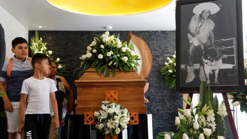 mexico-funeral-perro-aguayo