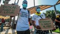Migrantes reclaman en frontera mexicana atención a asilo en EEUU
