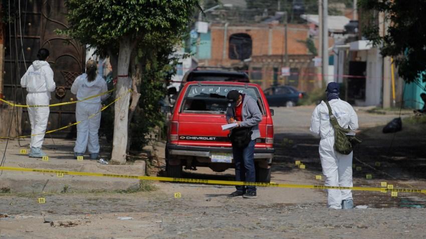Cuatro peritos recaban pruebas tras una explosión