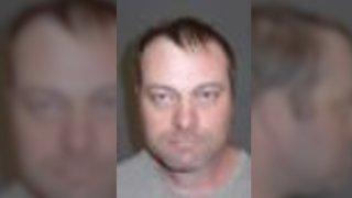Capturan a fugitivo buscado por delitos sexuales contra menores en Yuma