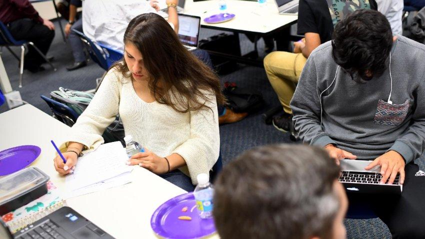 Comité de Educación aprueba proyecto de ley que daría matrícula estatal a soñadores de Arizona
