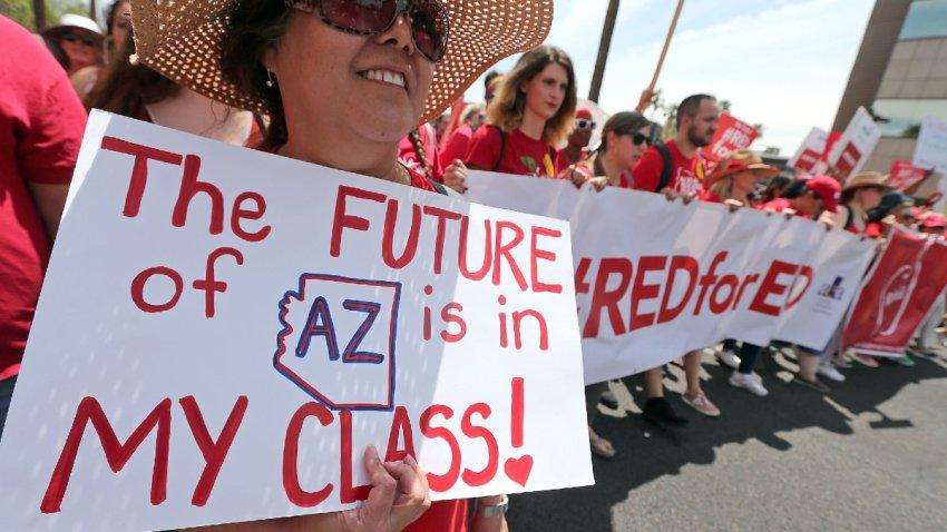 Reporte: maestros de Arizona tiene los sueldos más bajos del país