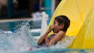 Reabren a partir del sábado piscinas y chapoteaderos en condado Pima