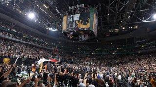 ¡Campeones! Bucks ponen fin a 50 años de espera