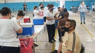 Vacunación COVID-19 en la frontera: inicia la aplicación para edades de 18-39 en Nogales