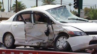 Tres heridos tras accidente al oeste de Phoenix