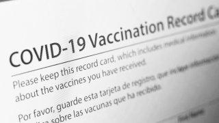Lista: lugares en Arizona que requerirán tarjetas de vacunación o una prueba negativa