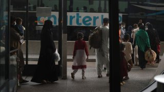 Primeros refugiados afganos llegan a Arizona