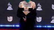 Famosa cantante va al Latin Grammy con senos al aire y un fuerte mensaje