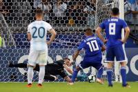 A menos de 5 minutos de empatar el juego, la suerte pareció volver a estar en contra de la albiceleste pero Armani evitó que Paraguay se fuera...