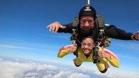 Paola Morales, presentadora de Noticiero Telemundo Arizona comparte la experiencia de lanzarse en paracaídas.