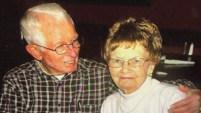 El veterano de Vietnam habría tratado de cargar a su esposa, paciente de Alzheimer, fuera de la casa, pero fallecieron en el intento. Mira cómo...