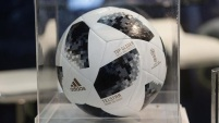 El Telstar 18 es usado en todos los partidos de la Copa Mundial de la FIFA.