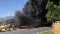 Un residente de la zona logró captar con la cámara de su celular el impresionante accidente.