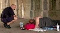 Con la ola de calor en EEUU, la policía de Indianapolis está asegurándose de que todos permanezcan hidratados.