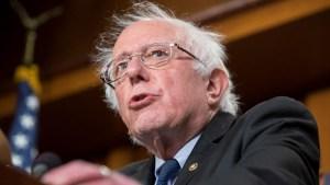 """Sanders pide a Trump que """"no apoye golpes"""" en Latinoamérica"""