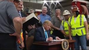 Trump firma decreto para facilitar proyectos de energía