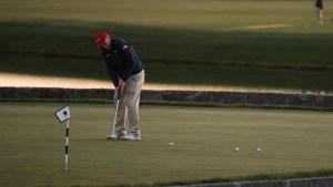 Libro revela artimañas de Trump en el golf