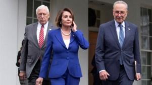 """Trump llama a Nancy Pelosi """"política de tercera clase"""""""