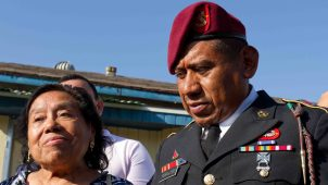 Emotivo reencuentro de veterano deportado hace 8 años