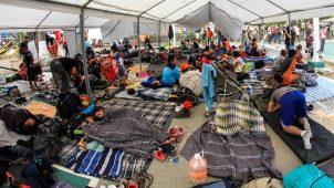 Migrantes de la caravana pasarían semanas en la frontera