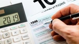No tienes que tener permiso de trabajo: cómo declarar tus impuestos si eres indocumentado