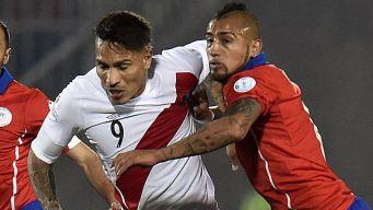 Arturo Vidal advierte de la peligrosidad de Paolo Guerrero y Perú