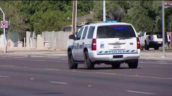 Policía: conductor atropella a mujer en silla de ruedas y huye