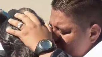 Desgarrador: entre lágrimas, se abrazan en la frontera