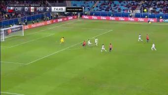 Edu Vargas estuvo a nada del gol