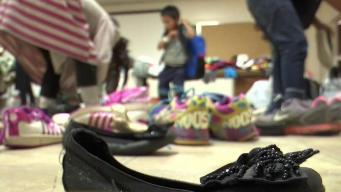 Familia cubana llega a Arizona para solicitar asilo