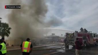 Combaten incendio en vivienda de Phoenix