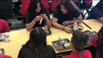 Ofrecen alimentos gratis a estudiantes