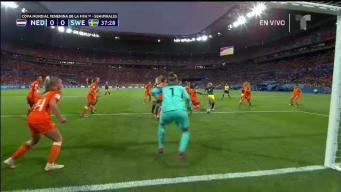 Se salva Holanda tras peligroso tiro de esquina