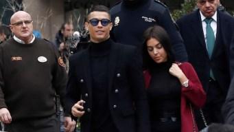 Ronaldo sonríe tras ser condenado a 23 meses de cárcel
