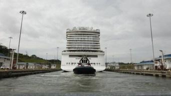 El más grande que haya cruzado el Canal de Panamá