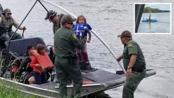 Migrantes usan piscinas inflables para cruzar a EEUU