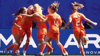 Histórico: Holanda vence 2-0 a Italia con dos cabezazos