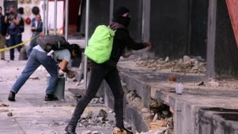 Ayotzinapa: vándalos encapuchados infiltran marcha