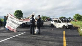 Incendian vehículos como amenaza a Guardia Nacional