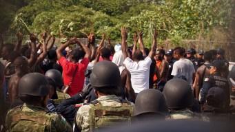 Migrantes africanos intentan escapar