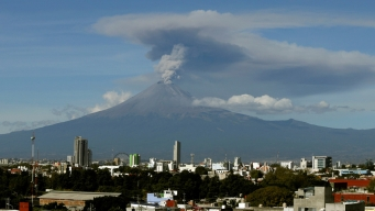 Actividad de volcán pone en alerta a la población