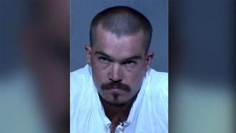 Acusan a hombre de asesinato con tubo de metal