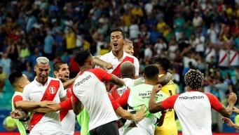 Perú sorprende a Uruguay y pasa a semifinales