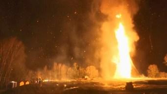 En video: infernales llamas de casi 200 pies de alto