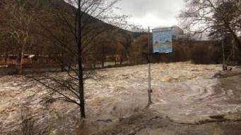 Lluvia causa inundaciones en casas en Yavapai