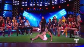 Brasilera domina el balón y dice quién es el mejor de su selección